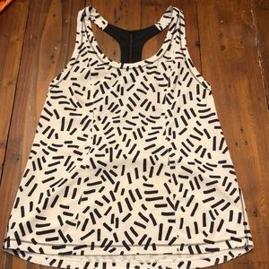 Lululemon black / white t back tank top. EUC!